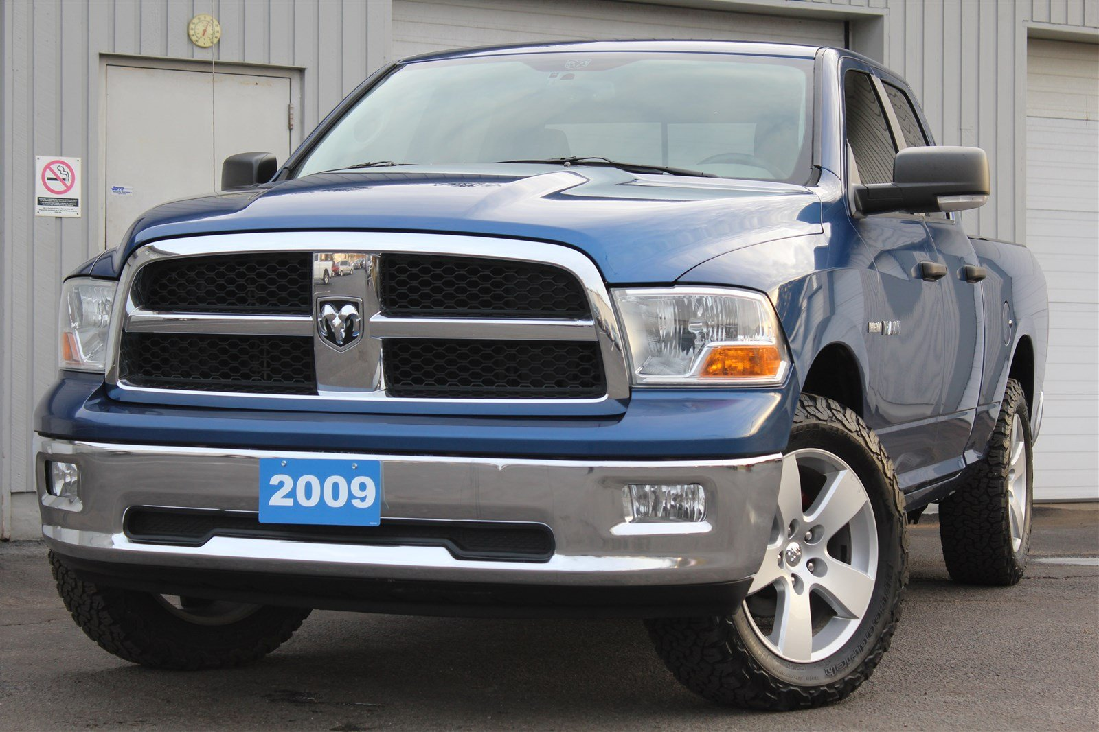 pre owned 2009 dodge ram 1500 slt quad cab one owner 5 7l. Black Bedroom Furniture Sets. Home Design Ideas